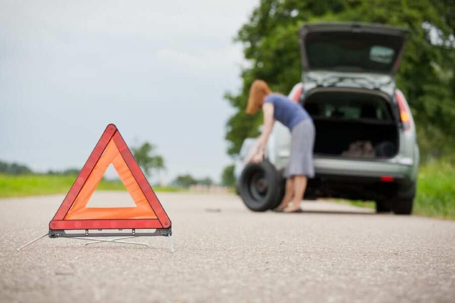 Kā braukt, lai nesabojātu riepas? Vai ir iespējams pagarināt riteņu izturību?