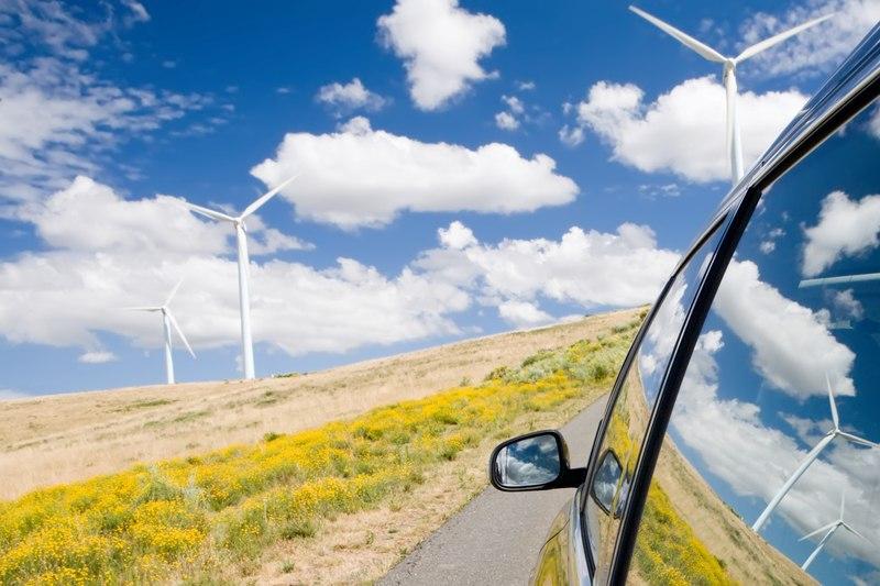 Kā vadīt auto spēcīga vēja laikā