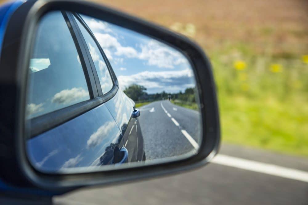 Automašīnas spogulis