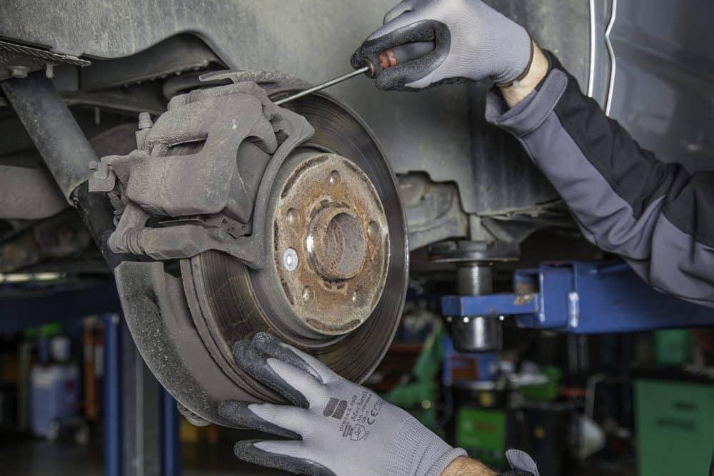 Vienkārši auto remontdarbi
