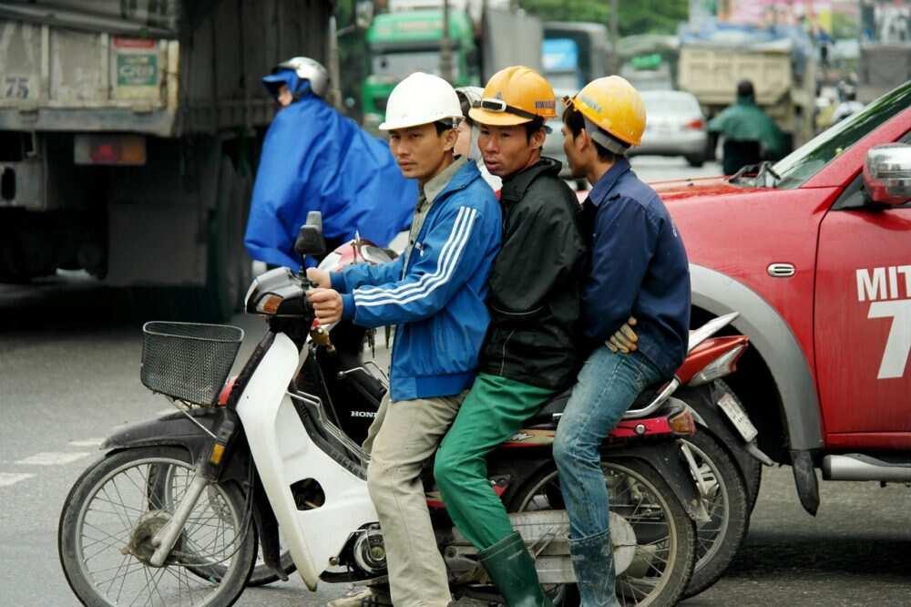 Braukšana ar auto Āzijā