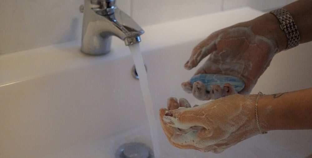 Mazgājiet rokas un ievērojiet higiēnas prasības