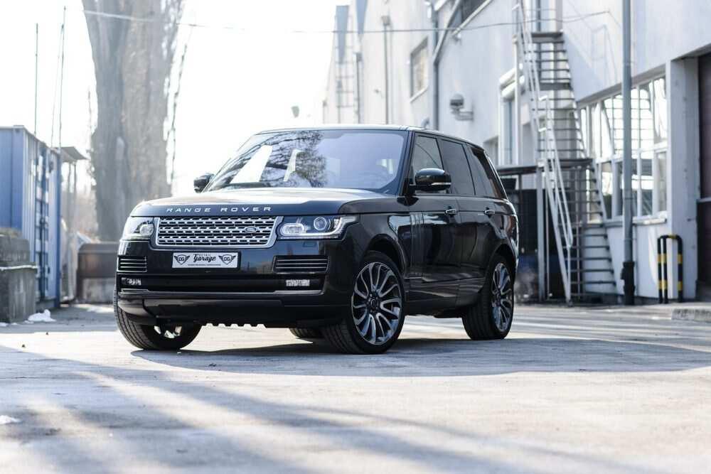 Neuzticamais Range Rover